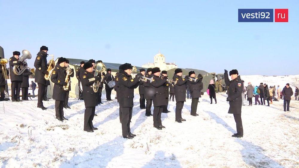 В Севастополе военнослужащие ЧФ участвуют в крещенских торжествах