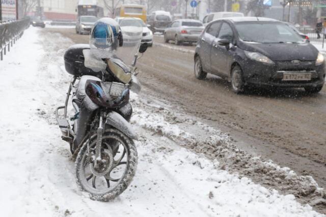 Только две из пяти снегоуборочных машин были готовы к снегопаду на дороге Бахчисарай-Ялта