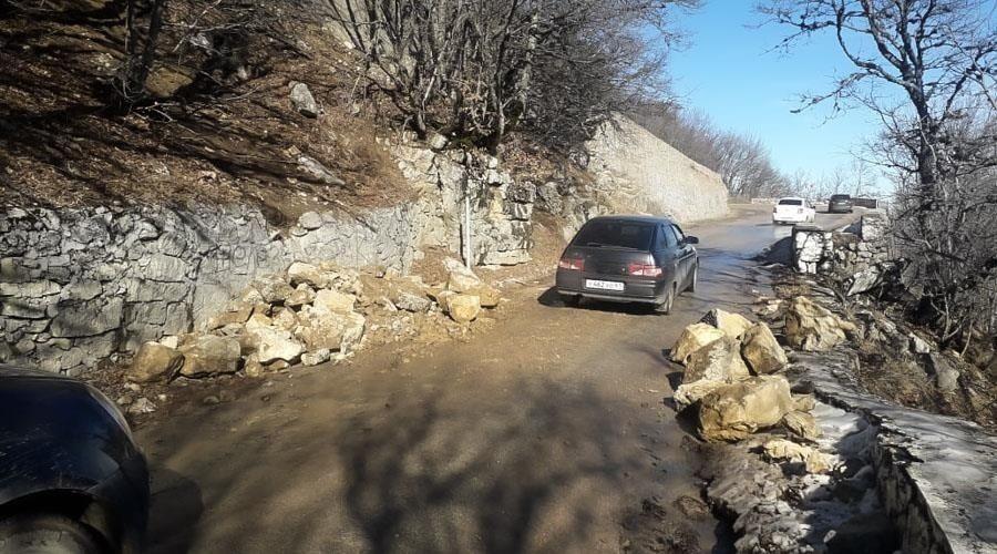 «Крымавтодор» усилил ограждения, блокирующие проезд через Ай-Петри
