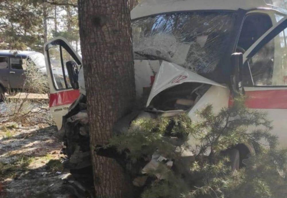 В Крыму медики скорой помощи пострадали в ДТП