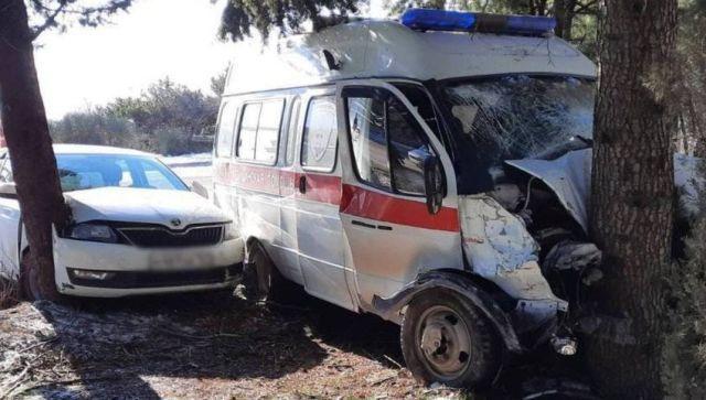 Три человека пострадали в результате ДТП со скорой и иномаркой на ЮБК
