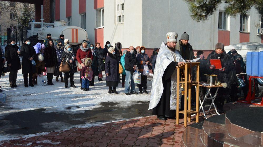 Сотрудники МЧС Республики Крым приняли участия в Чине Великого освящения воды