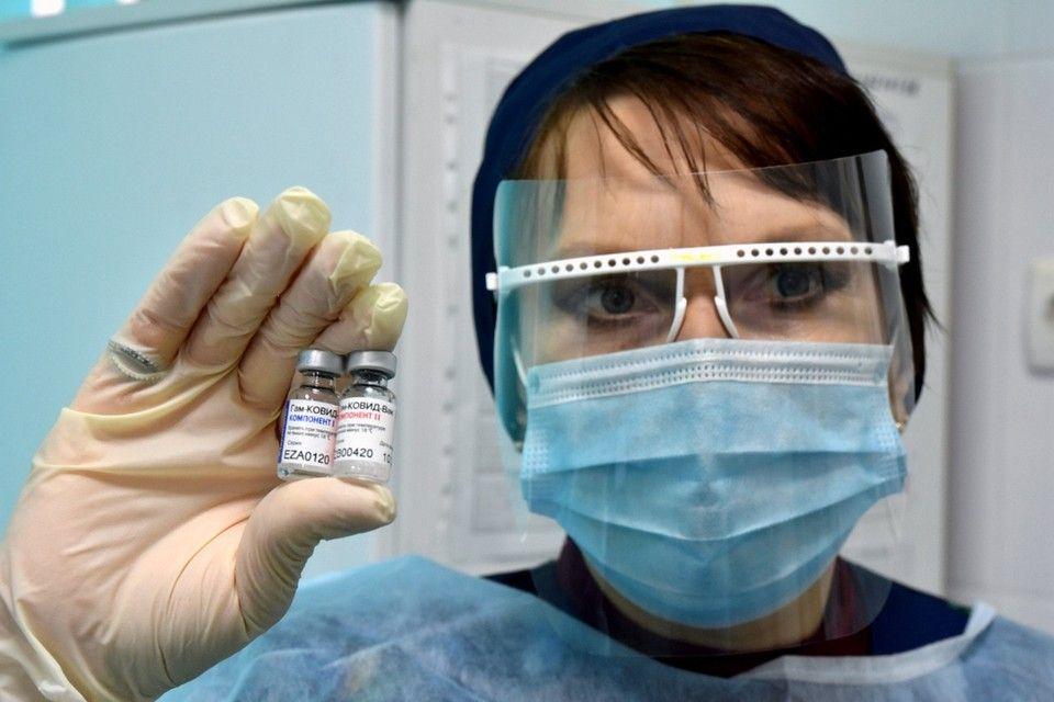 Главный санврач Крыма призвала тщательнее осматривать людей перед прививкой от коронавируса
