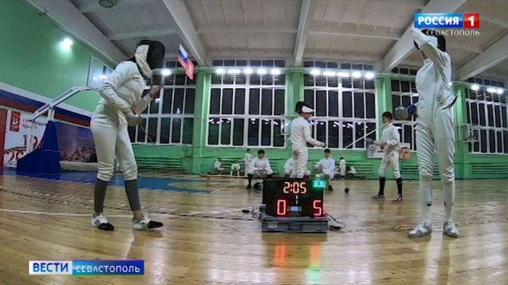 Спортсменка из Севастополя победила на Сибирском турнире по фехтованию