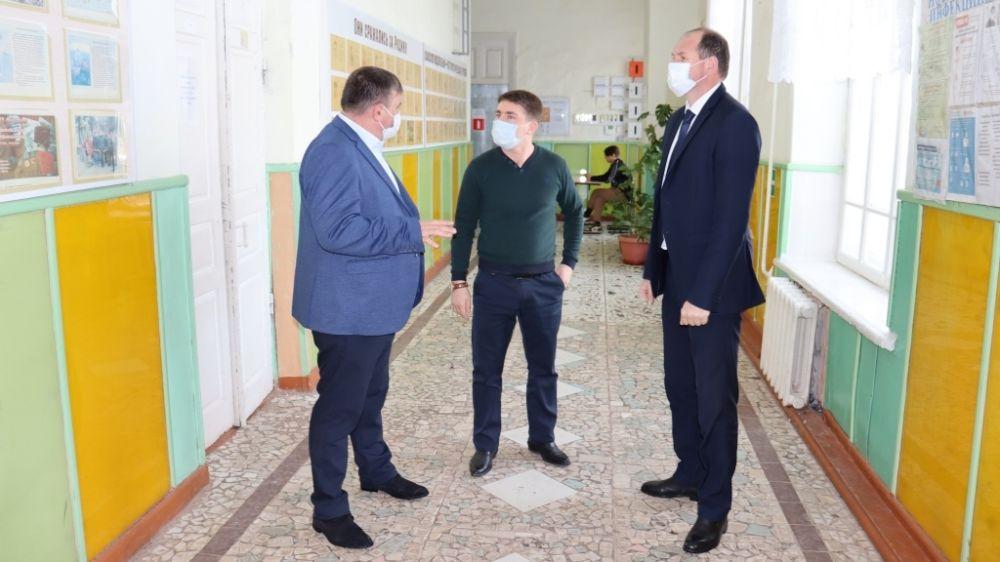 Владислав Хаджиев и Михаил Слободяник посетили МБОУ «Михайловская средняя школа»