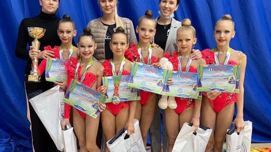"""У крымских """"художниц"""" – два комплекта золотых наград в Нальчике"""