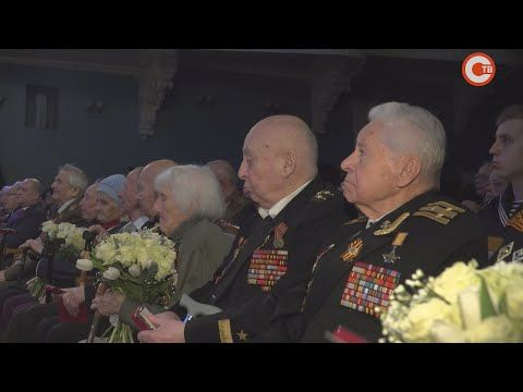 Жители осажденного Севастополя получили новые льготы (СЮЖЕТ)