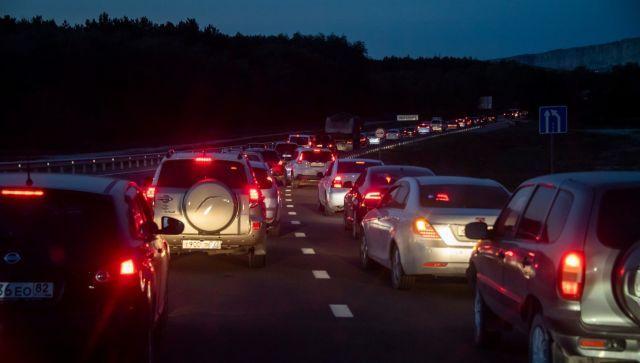Чем занимаются российские автомобилисты в пробках - исследование
