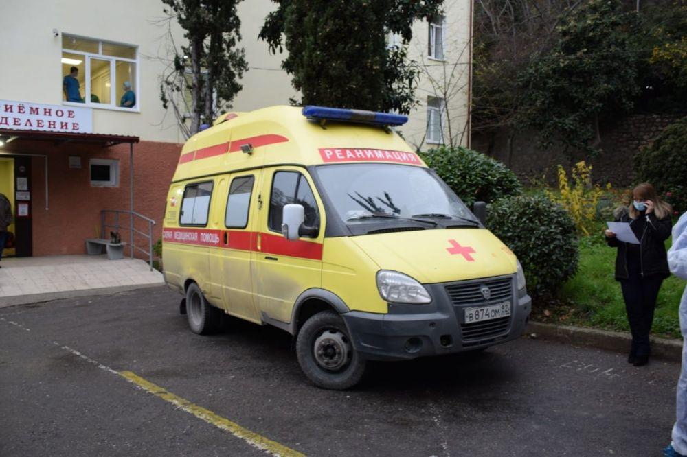 В Ялте пьяный мужчина попал в ДТП и напал на работников скорой помощи
