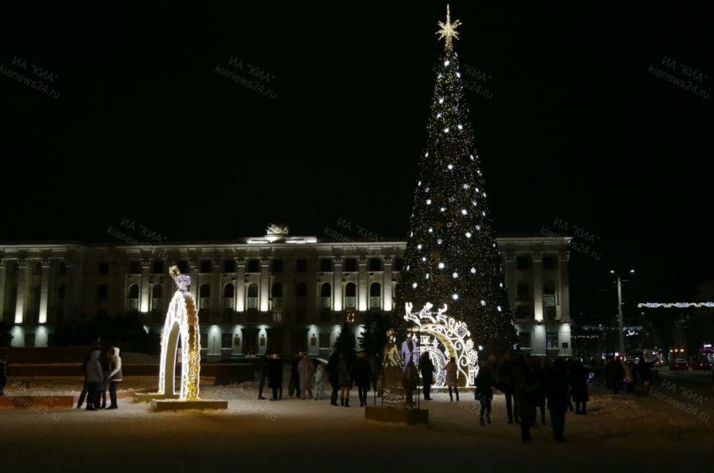 Завтра в Симферополе начнут убирать новогодние инсталляции и разберут главную ёлку Крыма