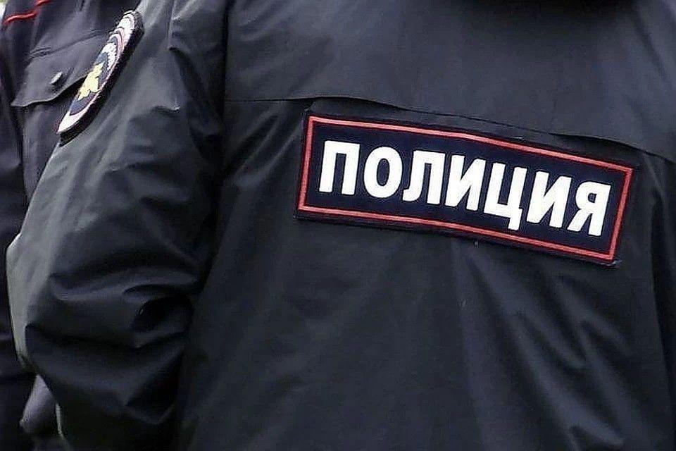 В центре Симферополя на несанкционированную акцию пришло до сотни человек