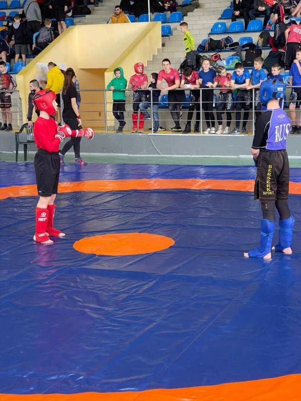 В Симферополе стартовал чемпионат по спортивной борьбе