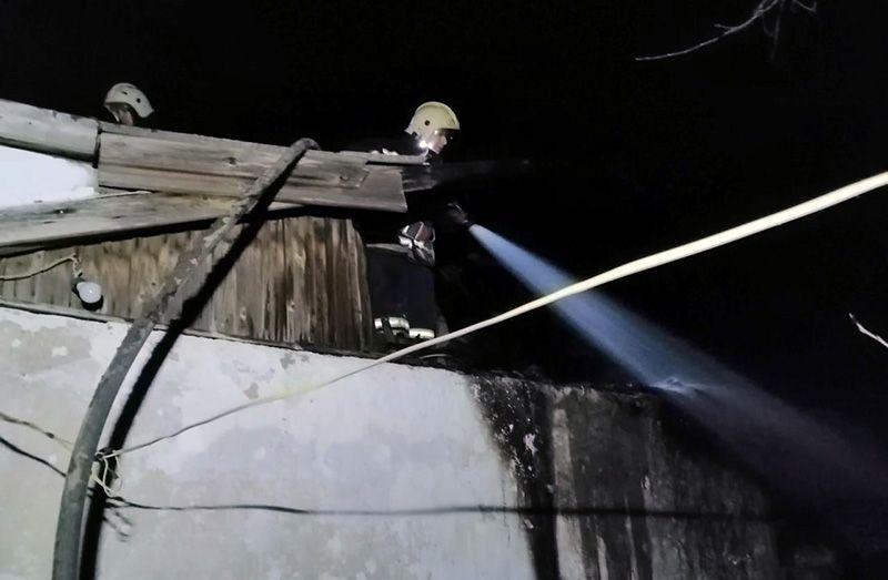 В Крыму на пожаре спасли двоих взрослых и двоих детей