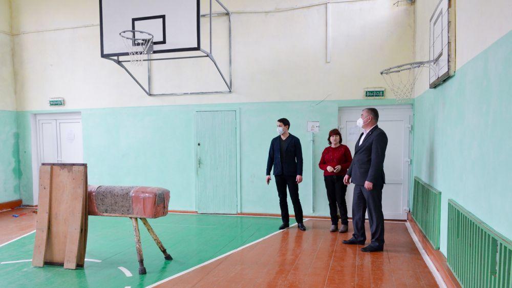Алексей Михайловский проверил температурный режим в трех школах