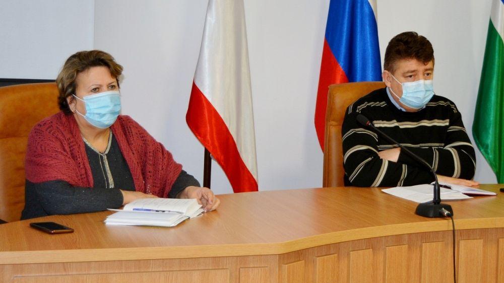Айдер Типпа и Зоя Карлюга провели аппаратное совещание с руководителями предприятий и служб района