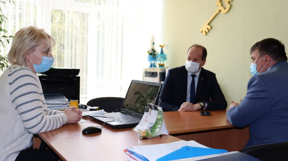 Руководители Сакского районного посетили МБОУ «Червонновская средняя школа»
