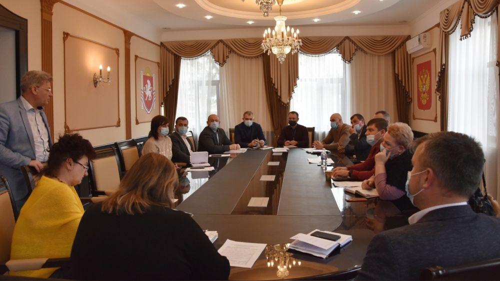 Состоялось заседание постоянной комиссии по вопросам градостроительства, управления земельными ресурсами и охране окружающей среды