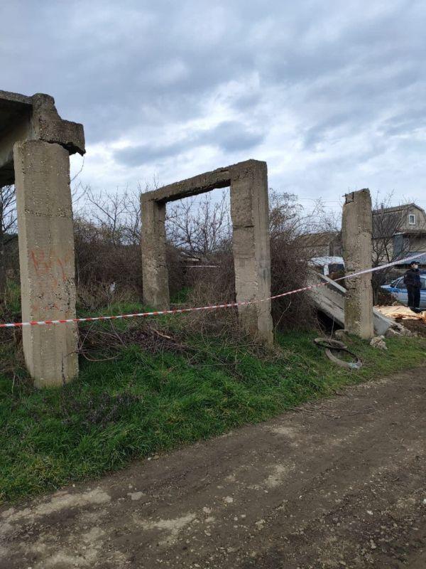 Прокуратура Крыма проводит проверку по факту смерти 15-летнего подростка, которого задавило плитой