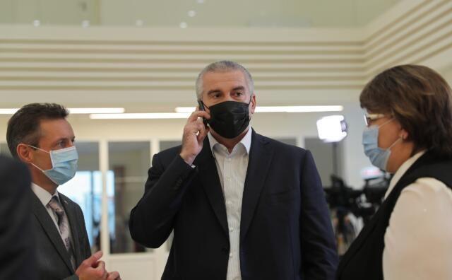 Аксёнов пообещал лично перезванивать крымчанам, которых проигнорировали чиновники