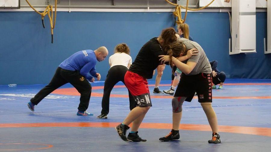В Алуште тренируется сборная России по женской борьбе