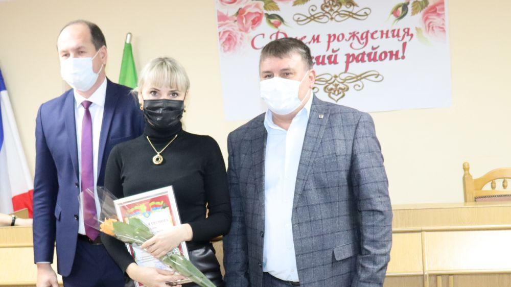 Руководители Сакского района вместе с депутатом ГС РК наградили тружеников Сакского района в честь 86- летия со дня образования района