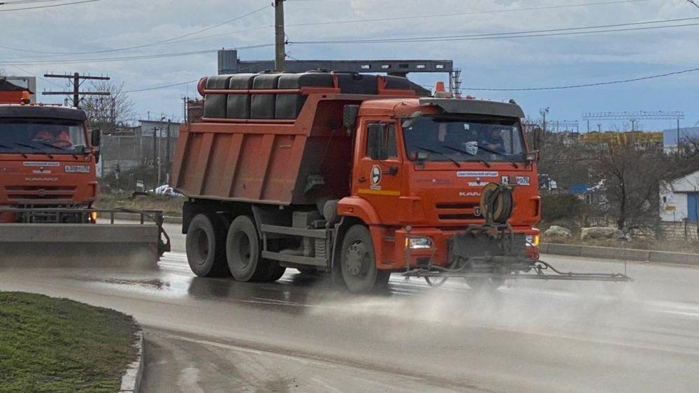 С дорог Севастополя уберут 3000 тонн грязи