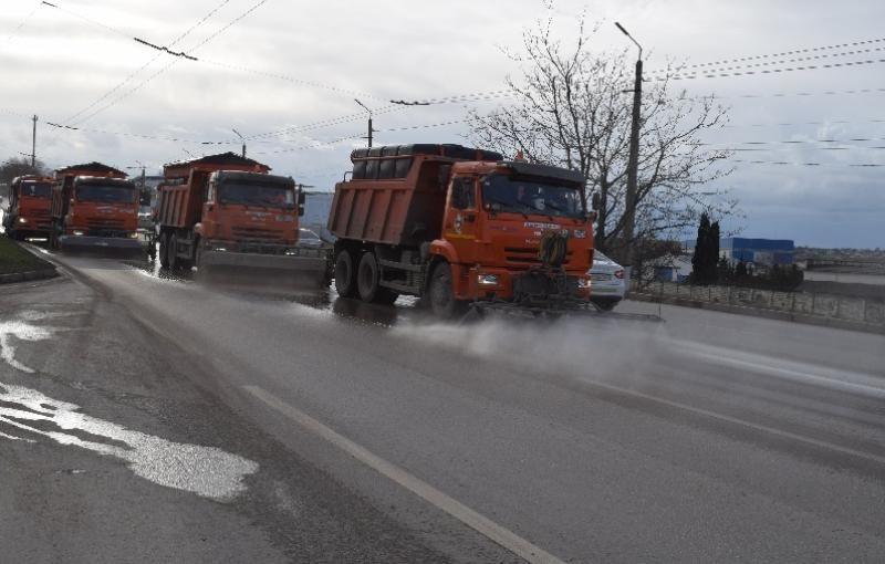 До конца недели улицы Севастополя будут очищены от остатков противогололедной смеси
