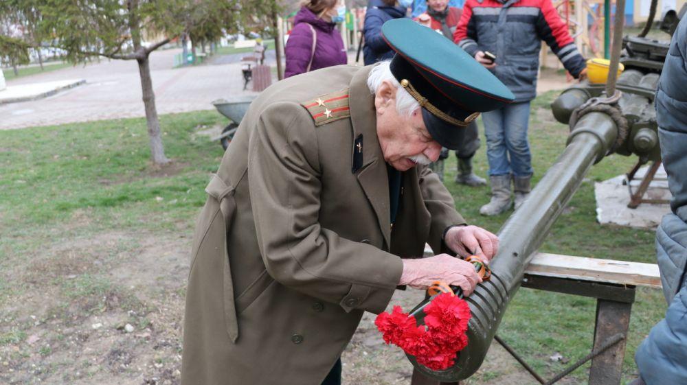 Памятный знак «Зенитное орудие» вернулся в сквер имени 40-летия освобождения города Феодосии