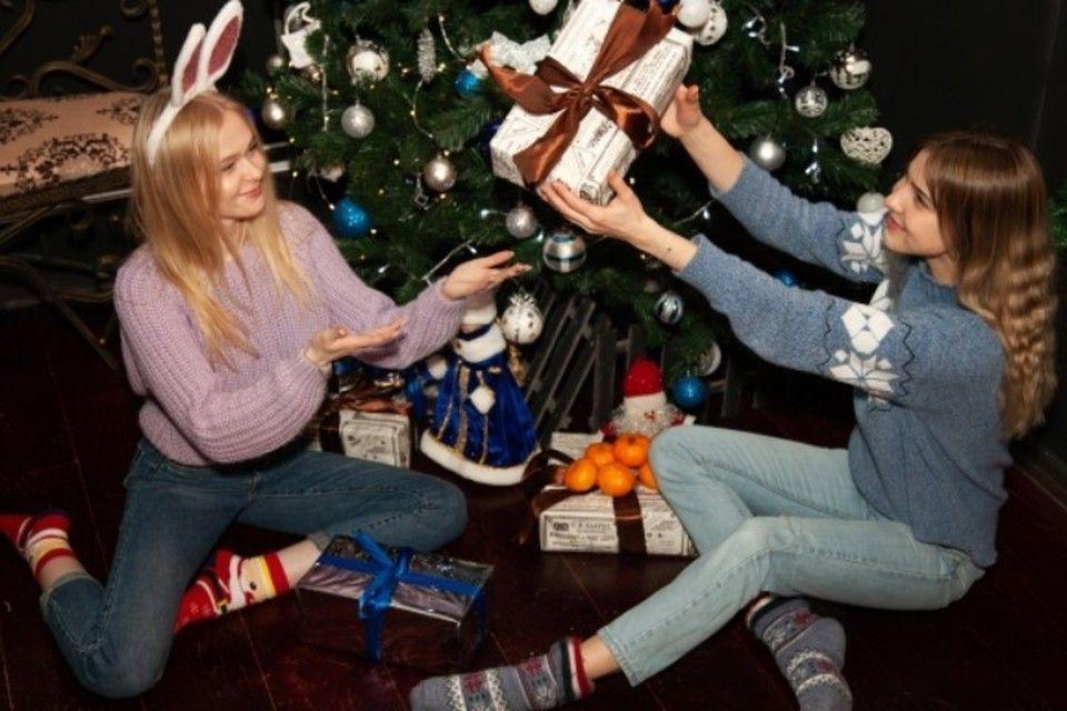 Бык-стриптизер и леопардовое белье: От каких подарков избавляются крымчане после Нового года