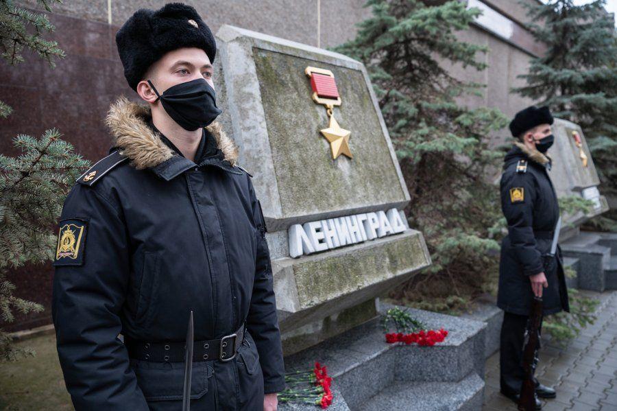 В Севастополе в годовщину снятия блокады Ленинграда почтили память героев
