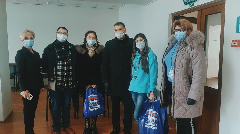 Волонтеров-медиков Армянска поздравили с Днём российского студенчества