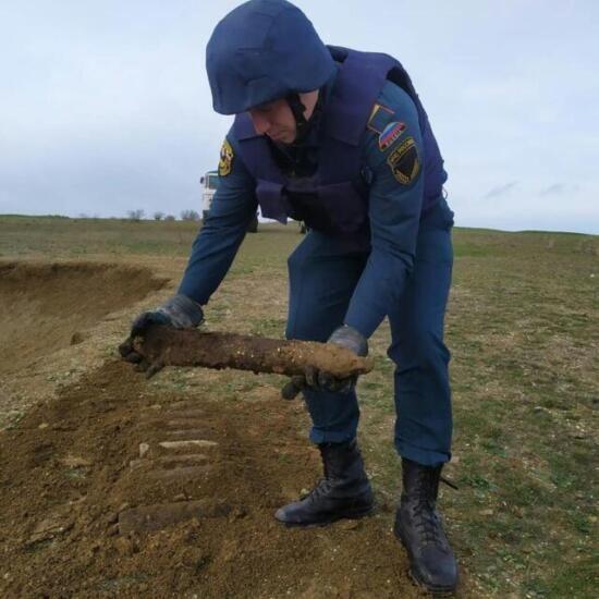 Восемь осколочных бомб и мину времён войны обезвредили в Ленинском районе Крыма