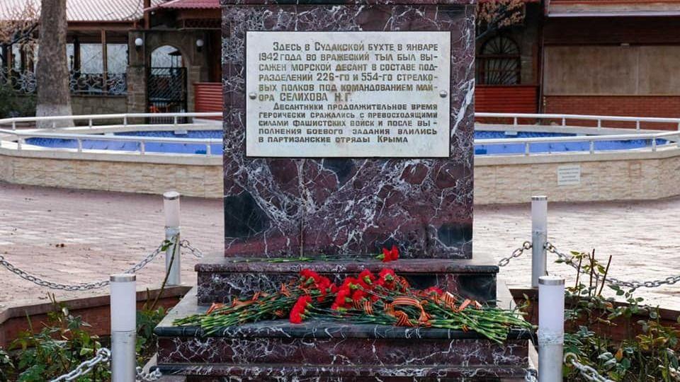 В Судаке состоялось возложение цветов в честь 79 годовщины высадки Судакского десанта
