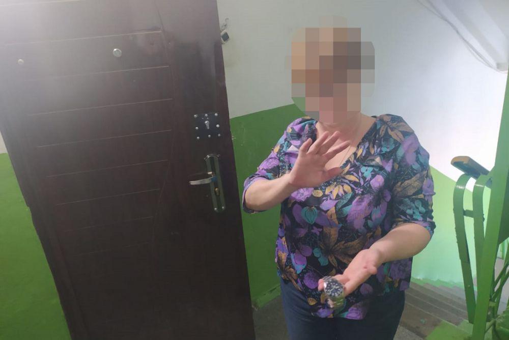 Учительница из Томска попалась на краже часов в Крыму