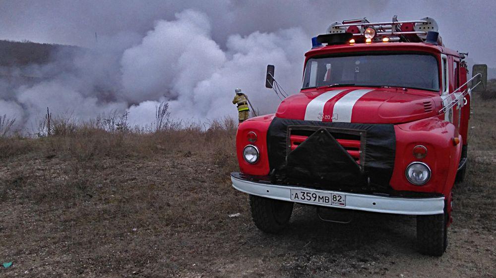 Огнеборцы ГКУ РК «Пожарная охрана Республики Крым» ликвидировали возгорание сухой растительности в Советском районе