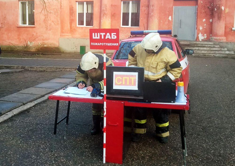Керченские огнеборцы ликвидировали условный пожар в школе-интернате