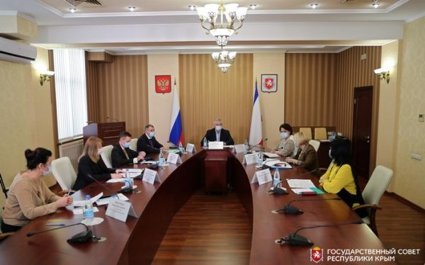 Владимир Константинов: На фоне снижения количества заболевших covid-19 депутаты не прекращают оказывать помощь медработникам и крымчанам