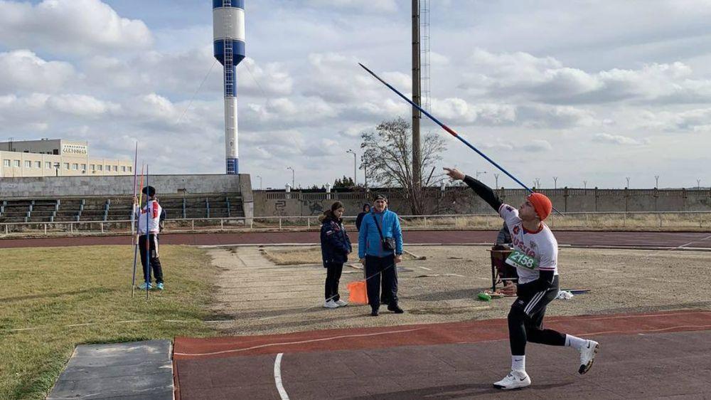 Соревнования по легкоатлетическим метаниям прошли в городе Саки