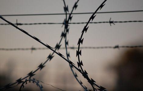 Россиянин пытался подкупить таможенника при въезде в Крым