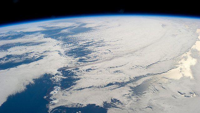 """Шотландец хочет отправить адептов идеи """"плоской Земли"""" в космос"""