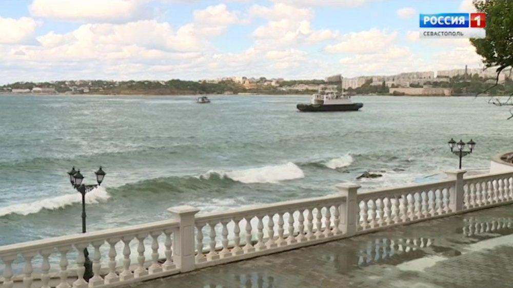 Паромная переправа в Артиллерийской бухте Севастополя закрыта из-за непогоды