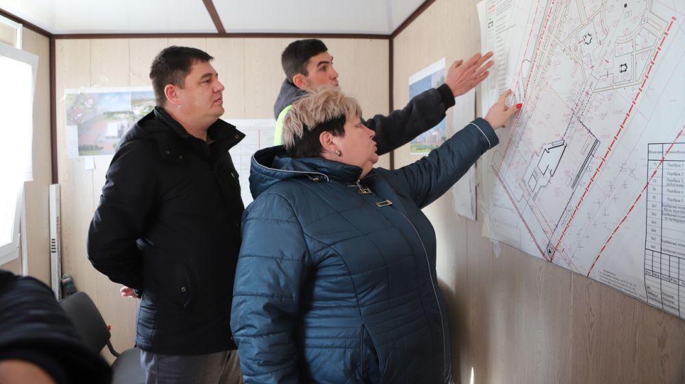Глава администрации Людмила Пучкова провела выездную проверку строительства объектов на территории Бахчисарайского района