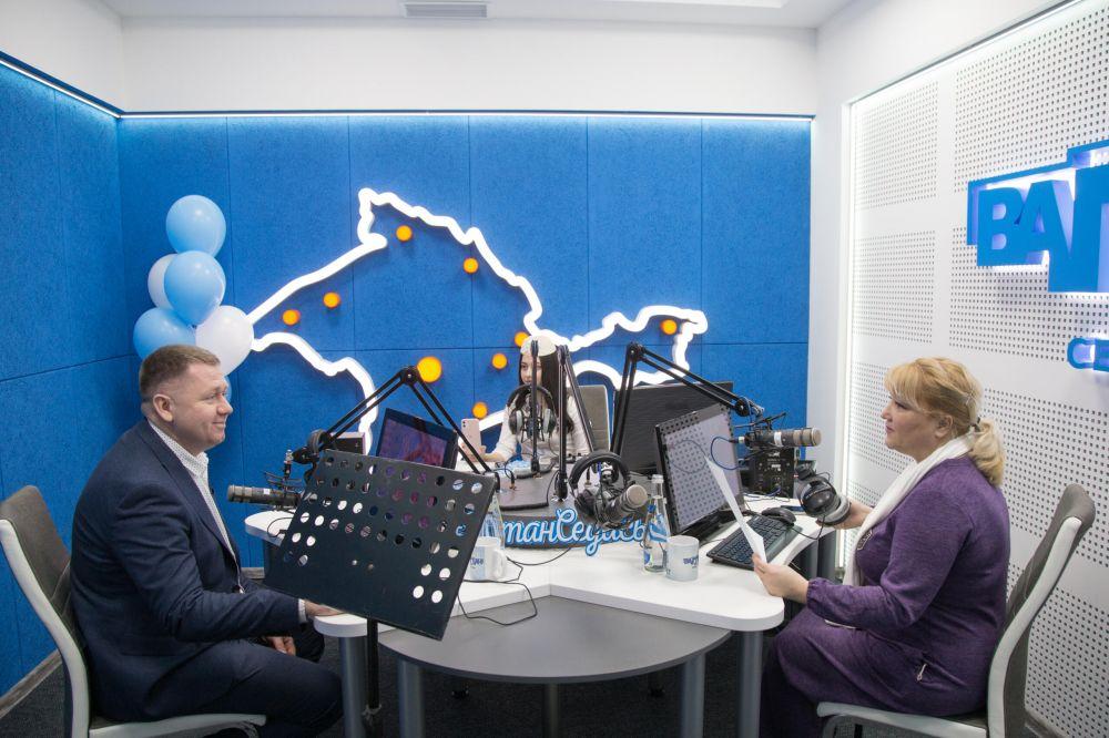 Несмотря на развитие жизни в интернете, радио не сдает свои позиции и «Ватан Седасы» это в который раз подтверждает, — Афанасьев