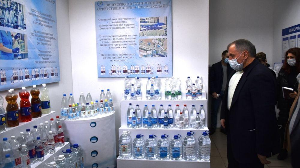 Спикер Крымского парламента Владимир Константинов посетил завод «Крымэколайф» по производству безалкогольных напитков и минеральных вод в Нижнегорском районе