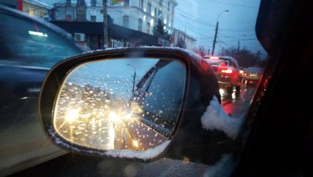 Что нужно вспомнить и что забыть в непогоду: советы для водителей