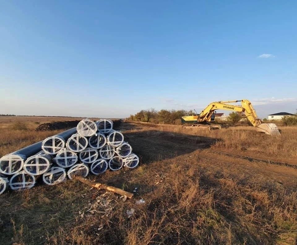 Из-за снегопада в Крыму приостановили строительство водозабора