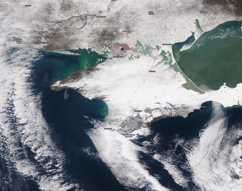 Крым в белом вихре: В соцсетях опубликовали спутниковое фото снежного шторма над полуостровом