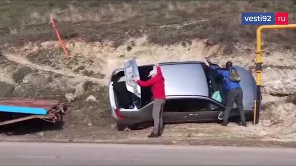 На Лабораторном шоссе в Севастополе перевернулась иномарка