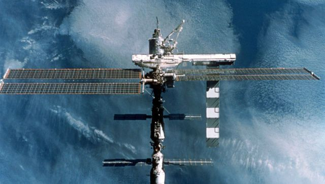 Экипаж МКС поздравил защитников Отечества из космоса