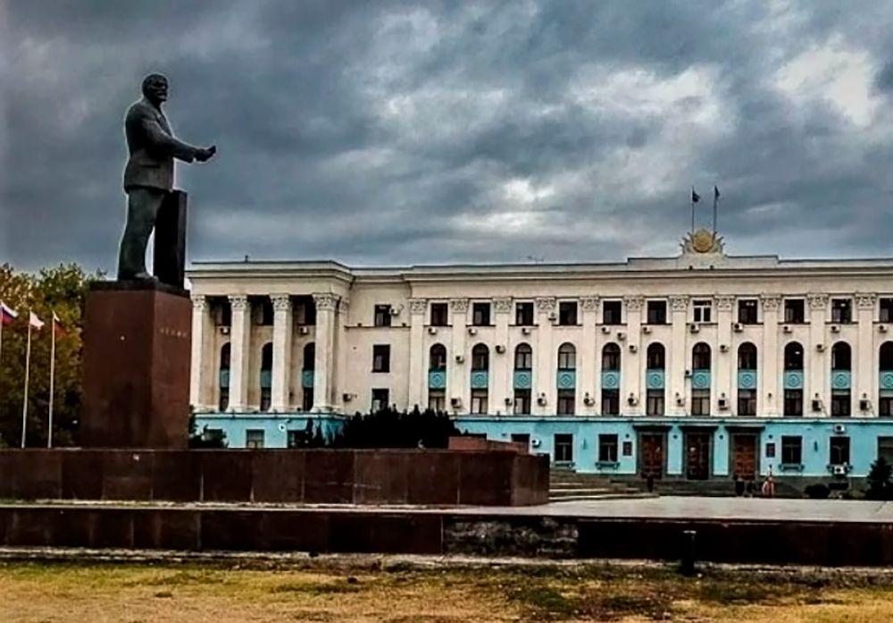 Хроника Крымской весны. 24 февраля: поиски Януковича, ленинопад, ультиматумы меджлиса